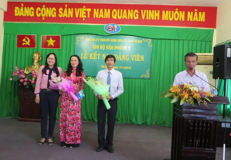 Kết nạp 2 đảng viên mới thuộc khối Văn phòng