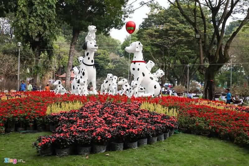 Hàng nghìn người dạo chơi Hội Hoa Xuân Tao Đàn