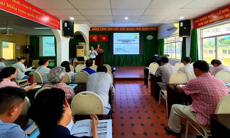 http://congviencayxanh.com.vn/tin-tuc/tap-huan-an-toan-ve-sinh-lao-dong/610/