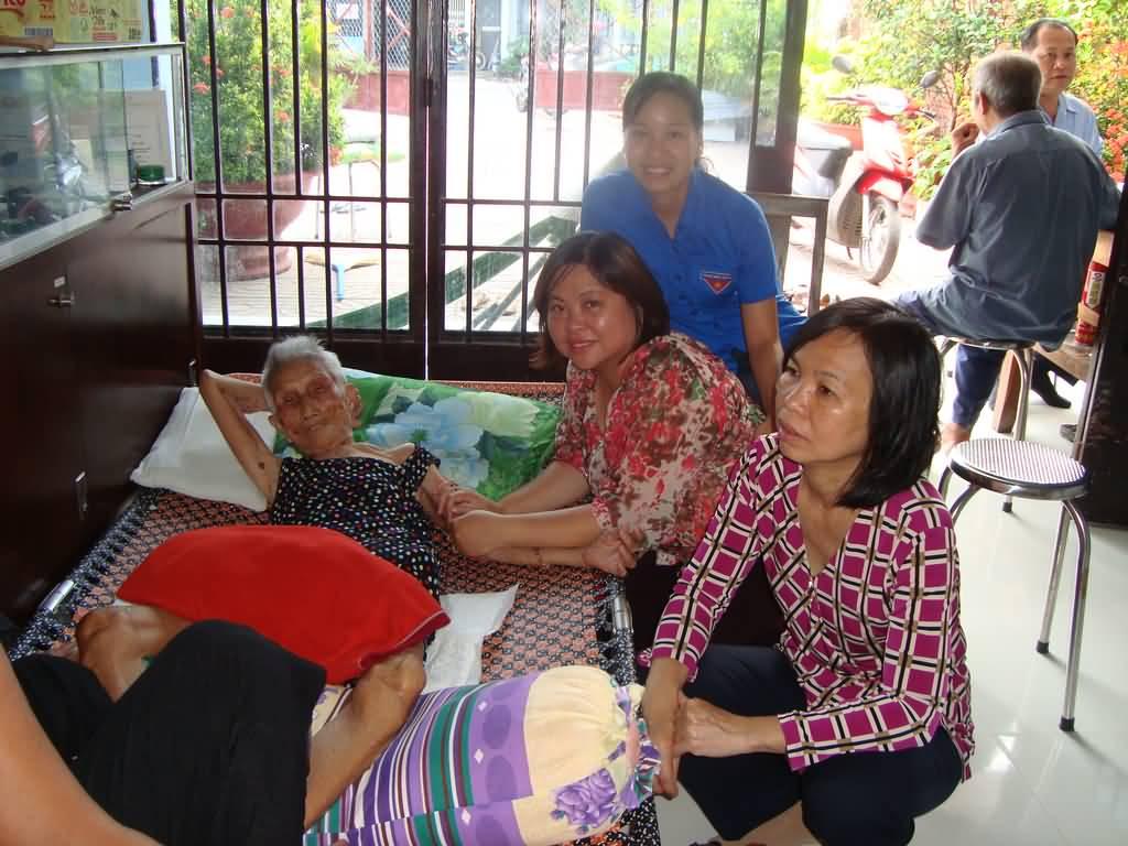 Thăm và tặng quà thương binh và mẹ Việt Nam anh hùng tại Củ Chi