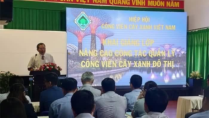 Khai giảng khoá tập huấn về nâng cao công tác quản lý công viên cây xanh đô thị