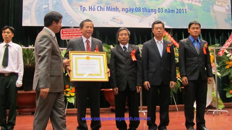 Cty đón nhận huân chương lao động hạng 3