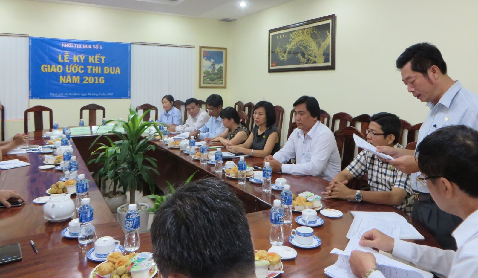 Ông Nguyễn Doãn Hải, Trưởng phòng Tổ chức hành chính Công ty TNHH MTV Công viên Cây xanh TP.HCM giới thiệu nội dung buổi lễ ký kết